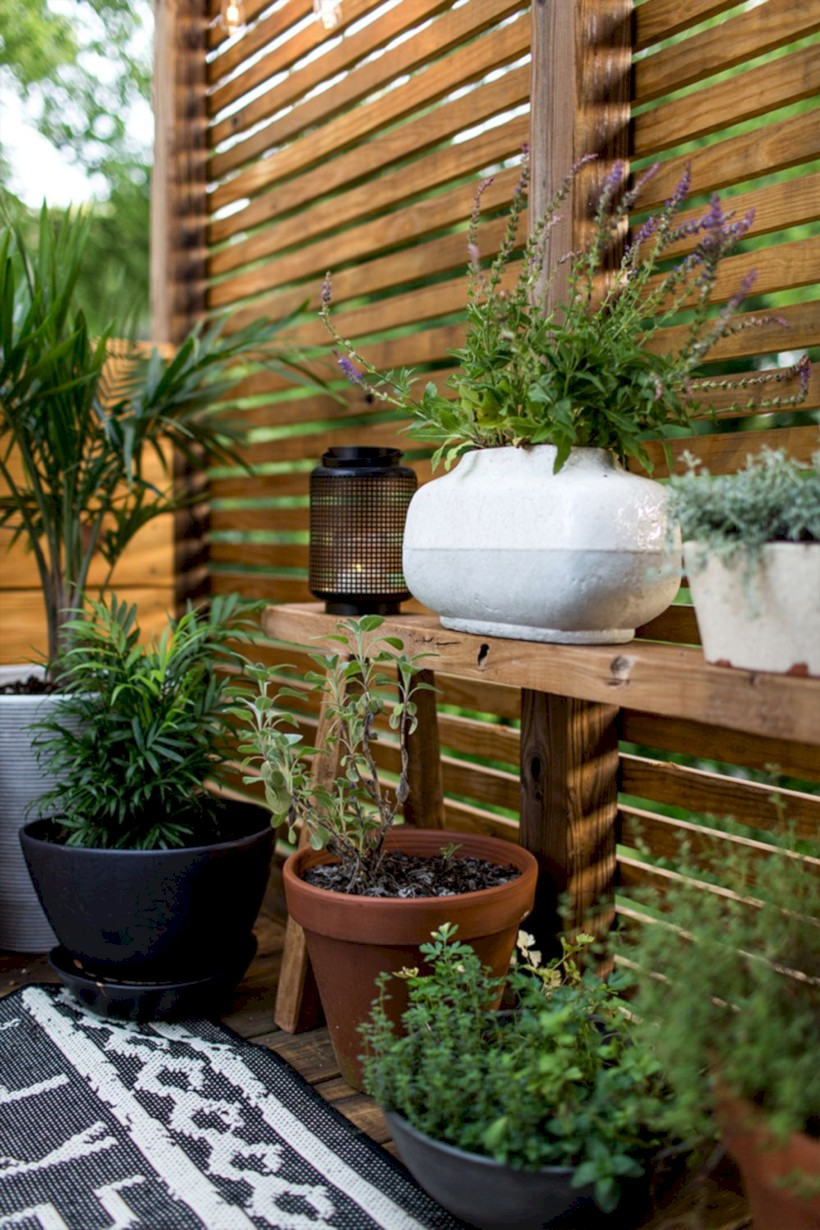 Diy backyard privacy fence ideas on a budget (30) - ROUNDECOR on Decorations For Privacy Fence id=30186