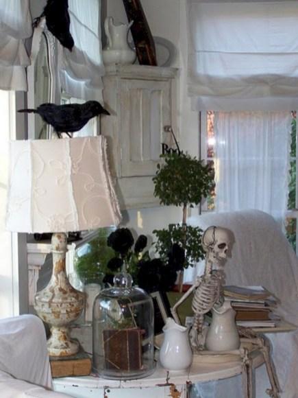 Elegant halloween living room decoration ideas 47