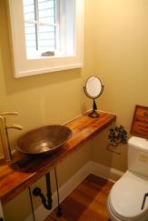 Farmhouse bathroom ideas for small space (11)