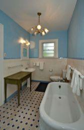 Farmhouse bathroom ideas for small space (35)