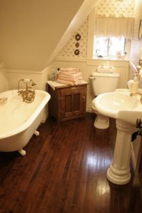 Farmhouse bathroom ideas for small space (46)