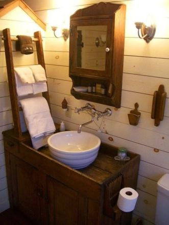 Farmhouse bathroom ideas for small space (53)