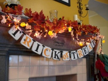 Great halloween mantel decorating ideas 23