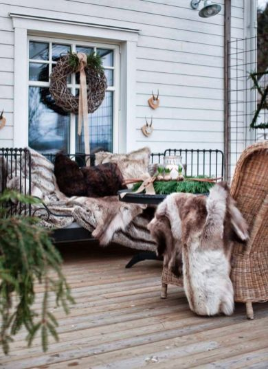 Ideas how to make comfortable rustic outdoor christmas décoration 31