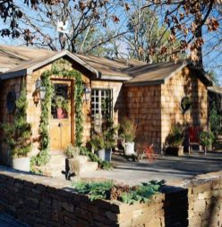 Ideas how to make comfortable rustic outdoor christmas décoration 34