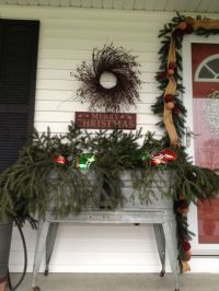 Ideas how to make comfortable rustic outdoor christmas décoration 36