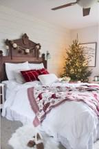 Inspiring christmas bedroom décoration ideas 34