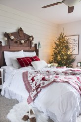 Inspiring christmas bedroom décoration ideas 34