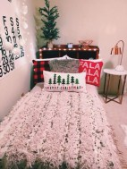 Inspiring christmas bedroom décoration ideas 42