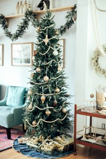 Inspiring christmas decorations ideas with traditional touch 29