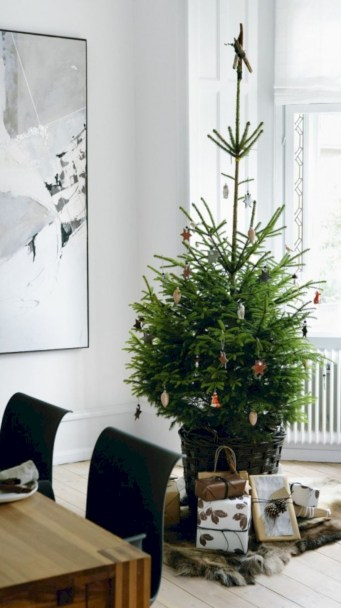 Minimalist and modern christmas tree décoration ideas 50