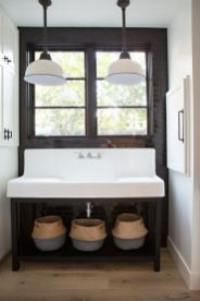Rustic farmhouse bathroom ideas you will love (31)