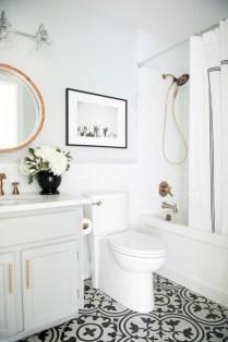 Simple bathroom ideas for small apartment 19