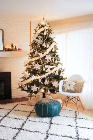 Stylish christmas decoration ideas using sleigh 24 24