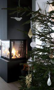 Stylish christmas decoration ideas using sleigh 28 28