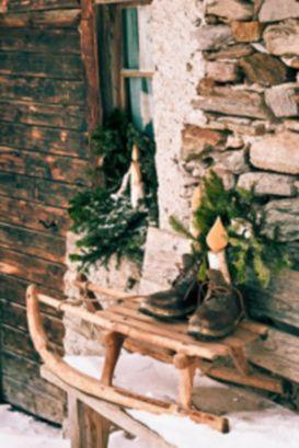 Stylish christmas decoration ideas using sleigh 7 7