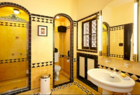 Yellow tile bathroom paint colors ideas (13)