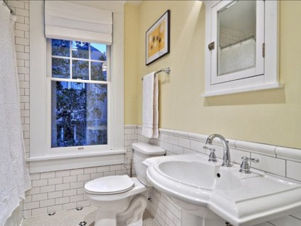 Yellow tile bathroom paint colors ideas (29)