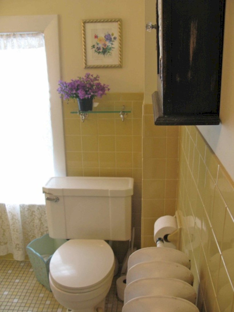 Yellow tile bathroom paint colors ideas (36)