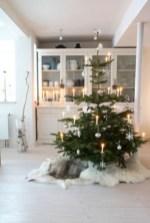 Beautiful scandinavian christmas tree decoration ideas 02