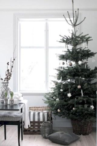 Beautiful scandinavian christmas tree decoration ideas 24