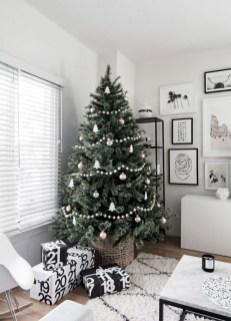 Beautiful scandinavian christmas tree decoration ideas 30