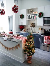 Cozy christmas decoration ideas for your apartment 20