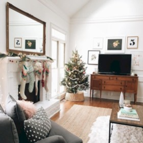 Cozy christmas decoration ideas for your apartment 21