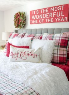 Cozy christmas decoration ideas for your apartment 29