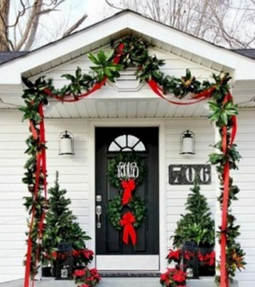 Easy outdoor christmas decorations ideas on a budget 18