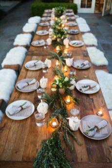 Inspiring farmhouse christmas table centerpieces ideas 07