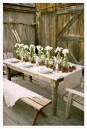 Inspiring farmhouse christmas table centerpieces ideas 08