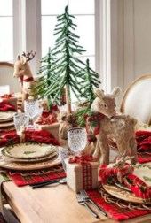 Inspiring farmhouse christmas table centerpieces ideas 11