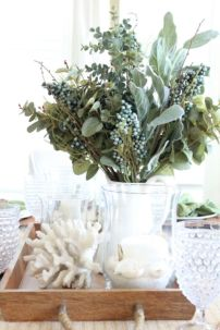 Inspiring farmhouse christmas table centerpieces ideas 18