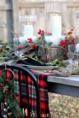 Inspiring farmhouse christmas table centerpieces ideas 23