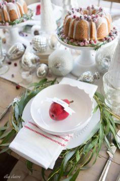Inspiring farmhouse christmas table centerpieces ideas 32