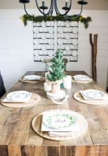 Inspiring farmhouse christmas table centerpieces ideas 36