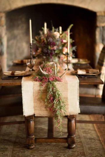 Inspiring farmhouse christmas table centerpieces ideas 39