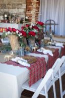 Modern christmas table centerpieces ideas you will totally love 26