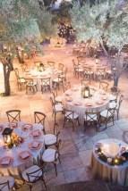 Spectacular winter wonderland wedding decoration ideas (29)