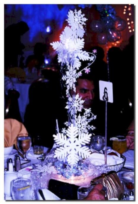Spectacular winter wonderland wedding decoration ideas (3)