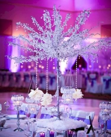 Spectacular winter wonderland wedding decoration ideas (33)