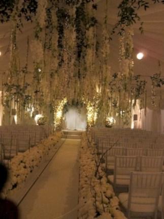 Spectacular winter wonderland wedding decoration ideas (36)