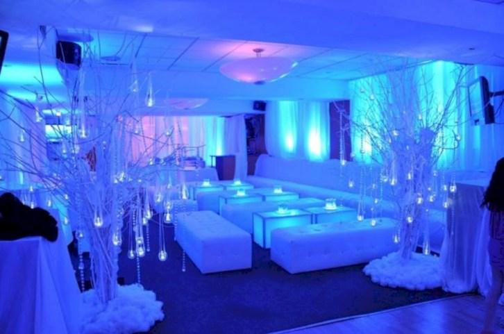 Spectacular winter wonderland wedding decoration ideas (37)