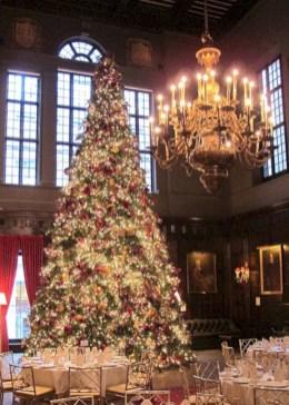 Stunning gold christmas tree decoration ideas 18