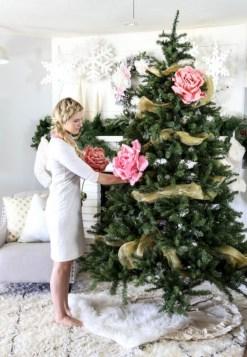Stunning gold christmas tree decoration ideas 31
