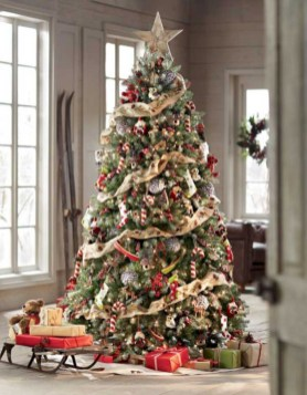 Stunning gold christmas tree decoration ideas 32
