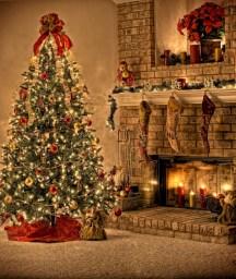 Stunning gold christmas tree decoration ideas 38