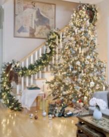 Stunning gold christmas tree decoration ideas 41