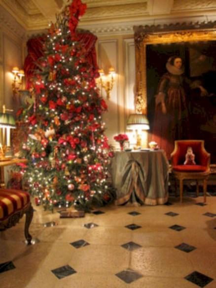 Stunning gold christmas tree decoration ideas 46